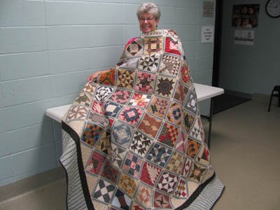 Vicki Kauth and her Farmer's Wife quilt.